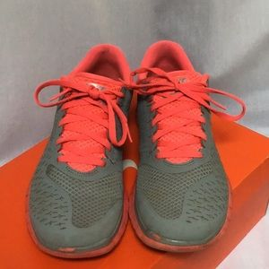 Used Nike 7.5 Gray and neon pink sneaker